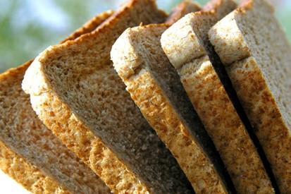Sneetjes bruin brood (FreeImages - FrancesMagee)