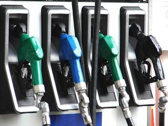 Benzine pomp Free Images Ramzi Hashisho