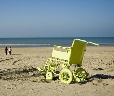Rolstoel op strand Freeimages.com/Jos van Galen